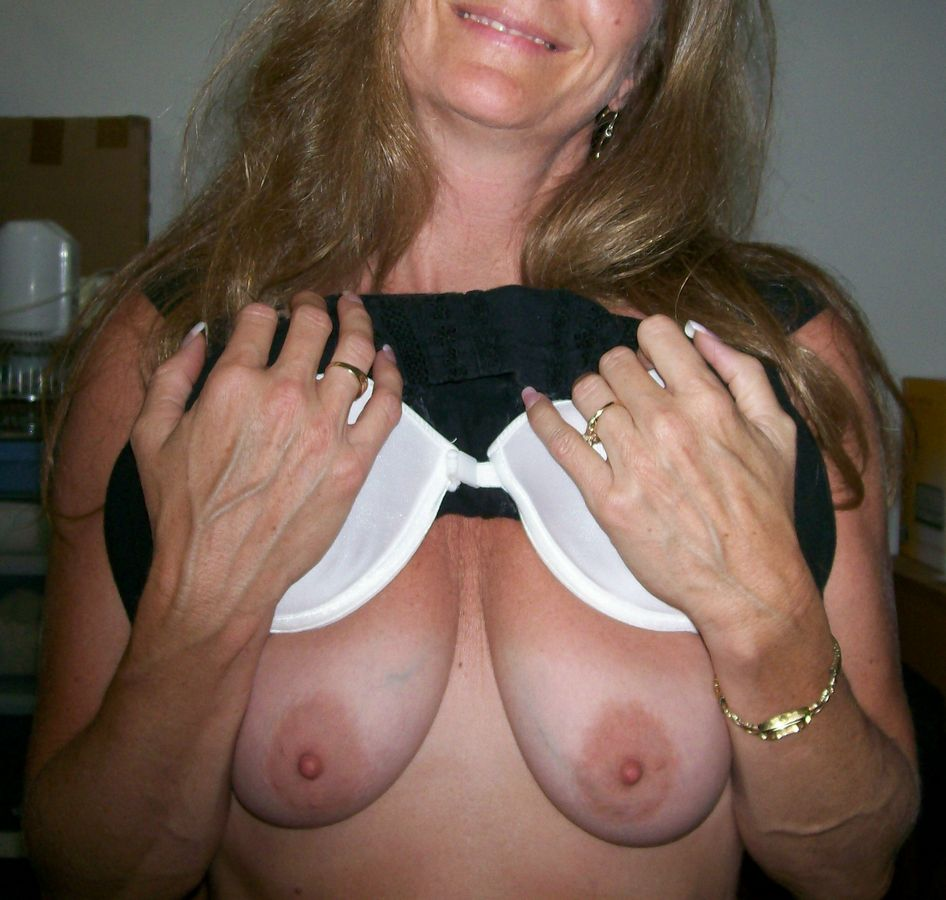 Big-titted moms meaty titties close up