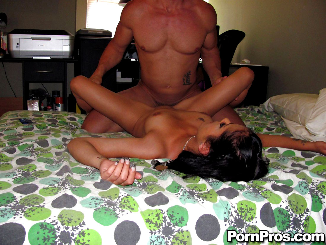 Inexperienced warm little girl on her..
